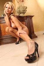 Ashlynn Brooke Shows Off Her Hot Ass   09