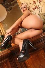 Ashlynn Brooke Shows Off Her Hot Ass   13