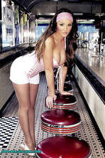 Busty Lucy Pinder 14