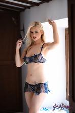 Jess Davies Posing Naked 01