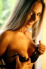 Nicole Bahls 02
