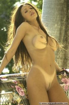 Lorissa McComas 09