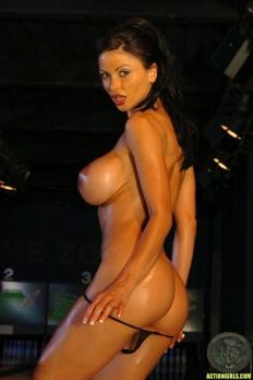 Veronika Zemanova 13