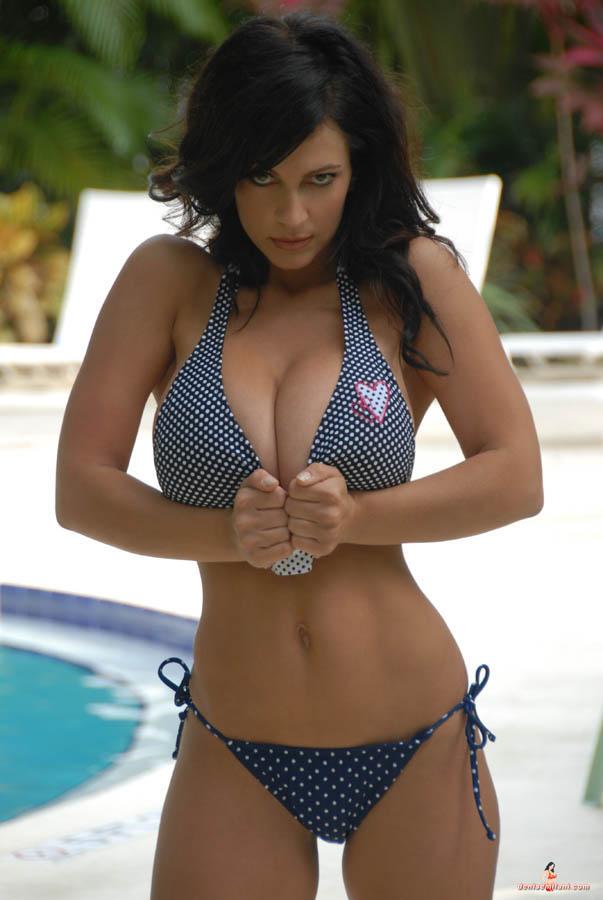 Denise Milani 04