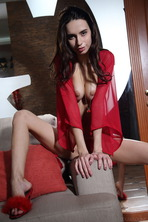 Sultry beauty Dita V is irresistible 02