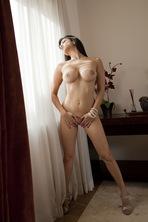 Sunny Leone Strips Off Her White Bra  10