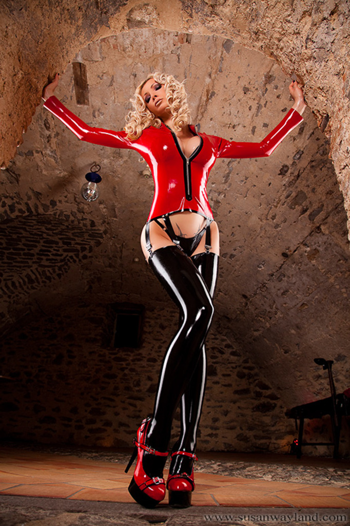 Unflinching Latex Passion 06