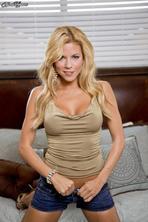 Sexy Nicole Graves 00