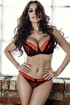 Amazing Busty Babe Kelly Brook