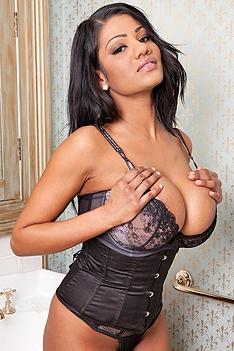 Sophia Lares Bonita