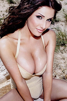 Sexy Babe Lucy Pinder
