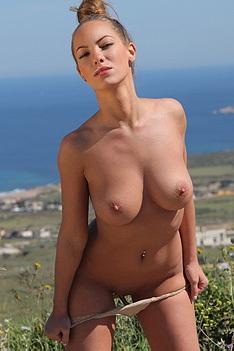 Beautiful Vivien Gets Naked