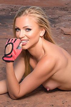 Sexy Blanca Brooke