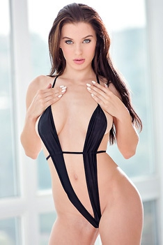 Awesome Brunette Shows Her Excellent Body