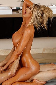 Mature Masseuse Courtney Taylor Gives A Sexy Massage