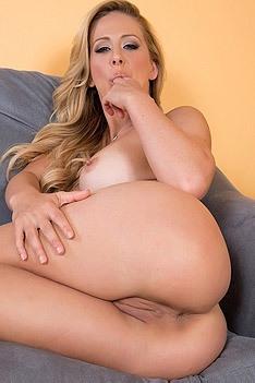 Curvy MILF Cherie DeVille Fingering Her Wet Cunt