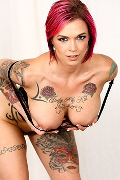 Busty Tattooed Babe Anna Bell Peaks