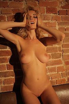 Gorgous Blonde Monro