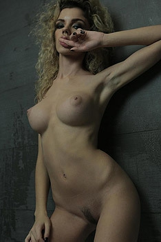 Hot Curly Blonde Shumy