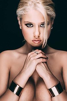 Gorgeous Blonde Lauren Luongo