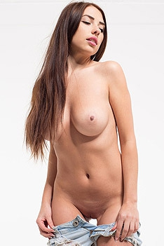 Cute Brunette Girl Niemira