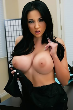 Audrey Bitoni Poses Solo To Show Her Big Juggs