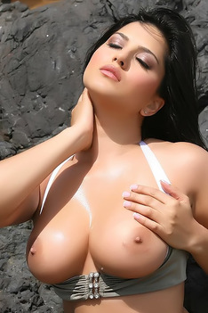 Sunny Leone Takes All Off