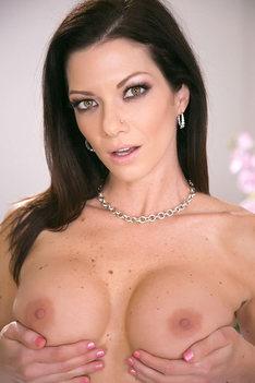 Glamour Babe Lynn Vega