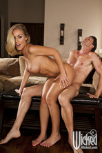 Sexy Blonde Pornstar Nicole Aniston 03